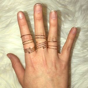 7 piece gold ring set size 5-8 goes up half way